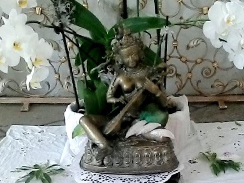 s-tisch-statue